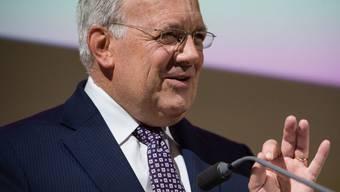 Gemäss Bundespräsident und Wirtschaftsminister Johann Schneider-Ammann führt die Anstellung eines ausländischen Top-Shots im Durchschnitt zur Schaffung von vier bis sechs Stellen in der Schweiz. (Archiv)