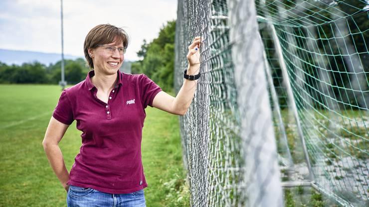 Porträt von Patrizia Dreyer, FC-Schlieren Legende. Aufgenommen am 12. Juli 2019 auf dem Fussballplatz in Schlieren.