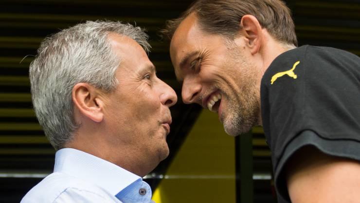 Ein Bild vom ersten Bundesliga-Spieltag 2015: Lucien Favre (links), damals noch Trainer von Borussia Mönchengladbach, vor der Partie gegen Borussia Dortmund mit Trainer Thomas Tuchel (rechts)