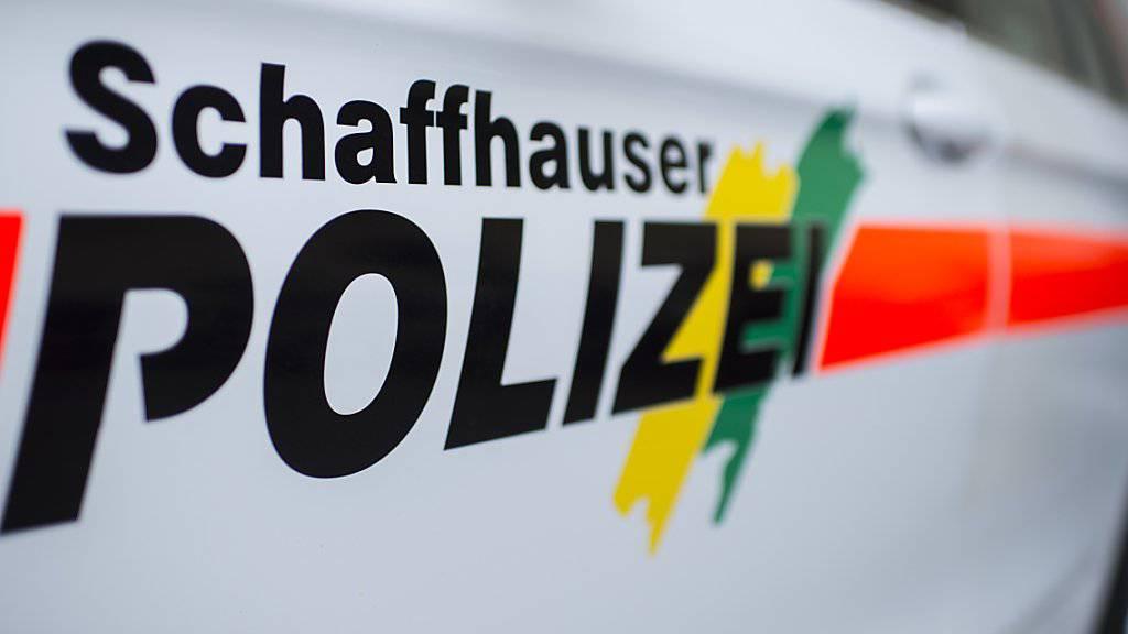 Die Schaffhauser Polizei hat in der Nacht auf Monat den Tod eines Autofahrers bei einem schweren Verkehrsunfall bekanntgegeben. (Archivbild)