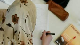 Unter gewissen Umständen ist ein Kopftuchverbot gerechtfertigt. (Symbolbild)