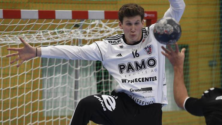 Aarau, 03.11.2019. Sport, Handball. Saison 2019 / 2020. HSC Suhr Aarau - RTV Basel. Goalie Leonard Grazioli (links, Suhr) gegen Copyright by: Alexander Wagner 3.11.2019, Schachenhalle Aarau: Handball NLA, Saison 2019 / 2020: HSC Suhr Aarau - RTV Basel