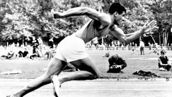 Olympischen Spiele 1960 in Rom: Der Wohler Zehnkämpfer Fritz Vogelsang beim Start eines Laufes.