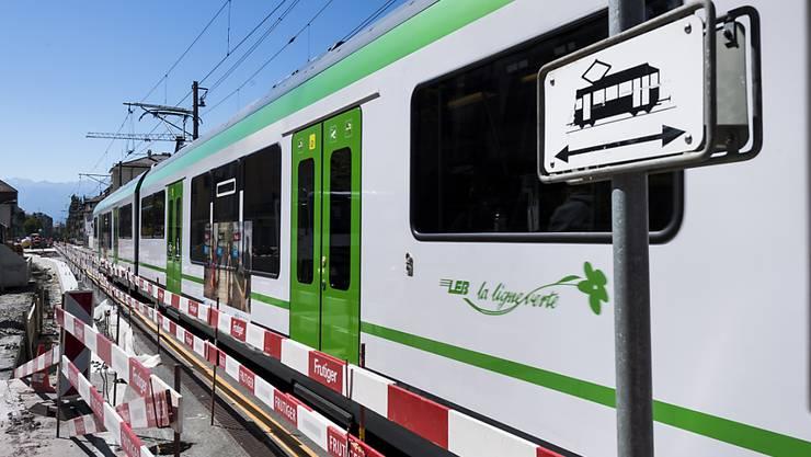 Ein 86-jähriger Mann ist am Montagabend in Lausanne von einem Zugteil der Vorortbahn Lausanne-Echallens-Bercher (LEB) erfasst und tödlich verletzt worden. (Archivbild)