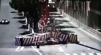 Sauber-Fahrer Sergio Perez crasht in Monaco in Leitplanken
