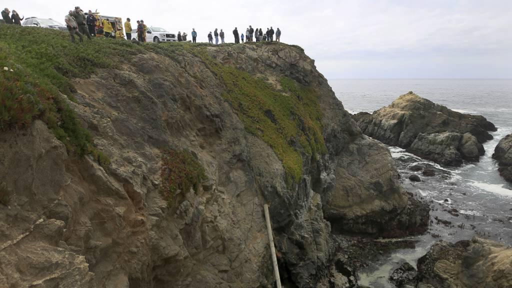 Auto in USA stürzt von 30 Meter hoher Klippe – Mutter und Tochter tot