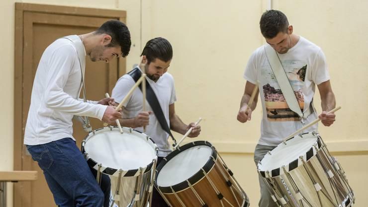 Die Solothurner Tambouren Saim Azzouz, Marcel Loosli und Cyrill Woodtli geben an den Gruppenvorträgen am Musikwettbewerb in Laupersdorf alles.