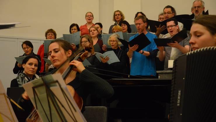 Die Pianistin Rahel Sohn Achermann, die Cellistin Daniela Hunziker und die Akkordeonistin Ina Hofmann übernehmen den Part eines ganzen Sinfonieorchesters