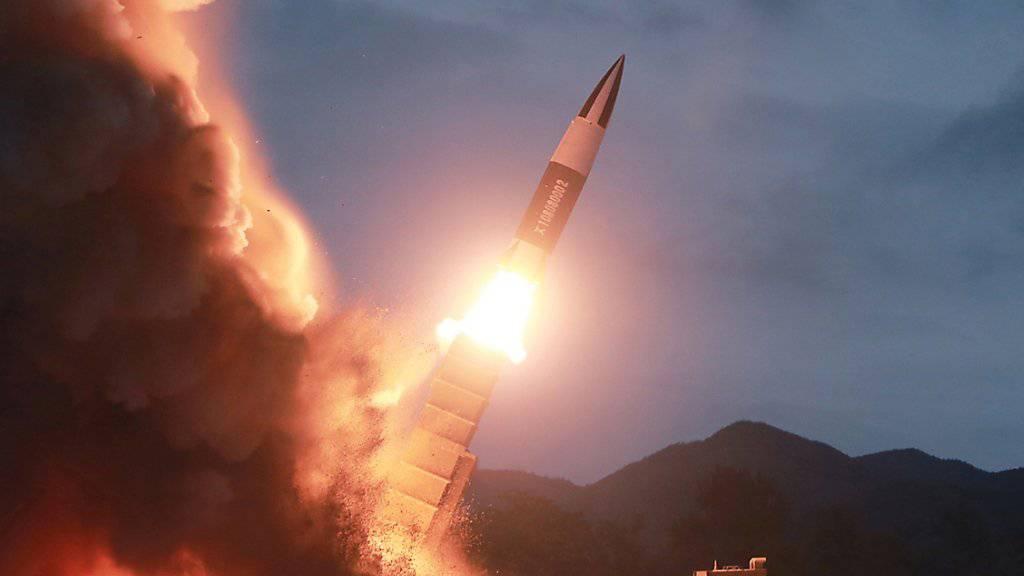 Der sechste Test innert weniger Wochen: Nordkorea feuerte am Freitag erneut Raketen ins Ostmeer ab. (Symbolbild)
