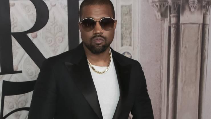 Rapper Kanye West schaltet sich in eine Fehde zwischen US-Präsident Donald Trump und Footballspieler Colin Kaepernick ein. (Archivbild)