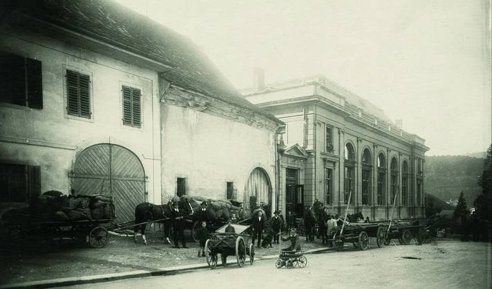 Aarau 1918: Anlieferung der Kartoffeln, die überall, wo möglich, angebaut wurden.
