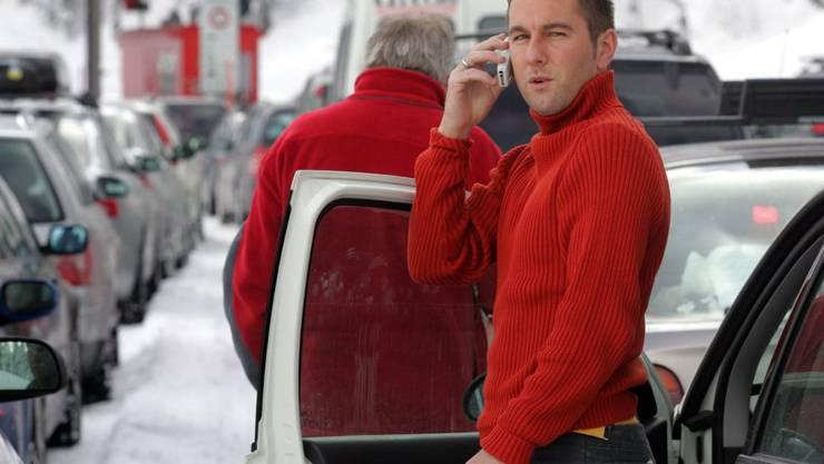 Auch am Verladebahnhof vor dem Vereinatunnel in Klosters-Selfranga dürfte es für viele Wintersportler über die Festtage phasenweise wieder Geduld brauchen. (Archivbild)