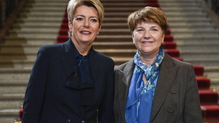 Die Presse kommentiert die Wahl von Viola Amherd (rechts) und Karin Keller-Sutter (links) in den Bundesrat sehr positiv.