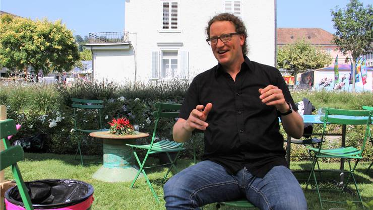 Im Garten der Theaterbeiz Utopia am Stadtfest Brugg sagt Marc Urech: «Wichtig ist, dass es bald wieder ein Fest gibt – es könnte ein ‹Regionalfest 52› werden.»