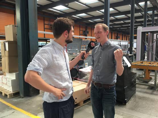 Dominik Widmer im Gespräch mit Samuel Schweizer von der Firma Ernst Schweizer AG.