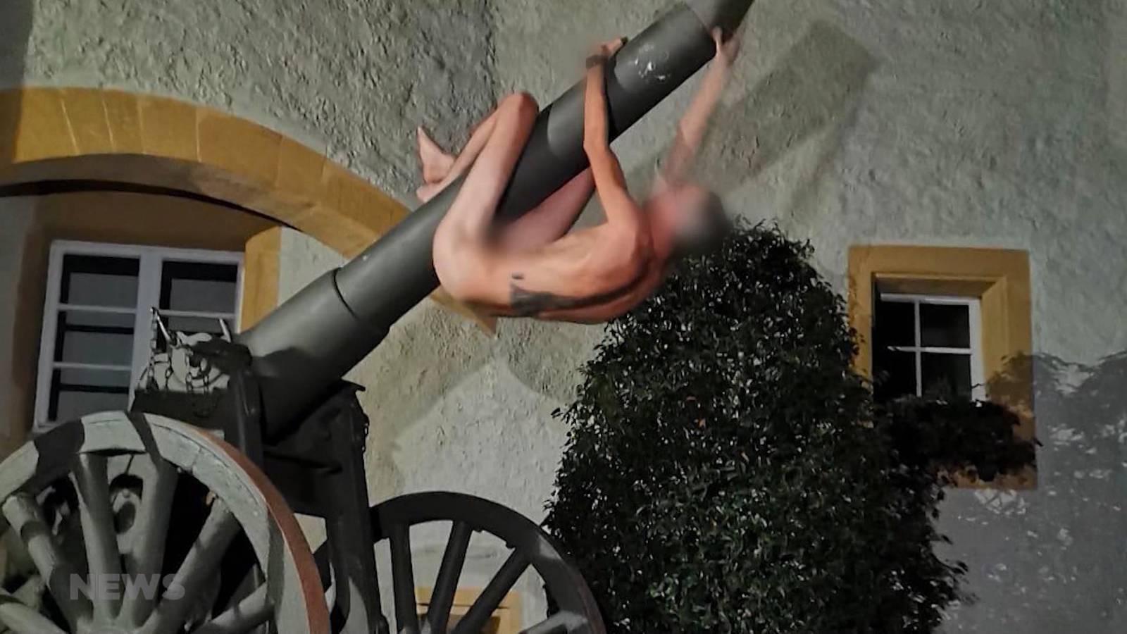 betrunken kerl nackt