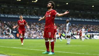 Bitte sehr: Dieses Tor widme ich euch! Schon wieder hat Mohamed Salah für die Reds getroffen. Roberto Firmino (links) freut es.