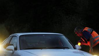 Ein Autolenker in Boningen ignorierte das polizeiliche Haltezeichen und fuhr weiter. Nur durch eine Strassensperre konnte der Mann gestoppt werden. (Symbolbild)