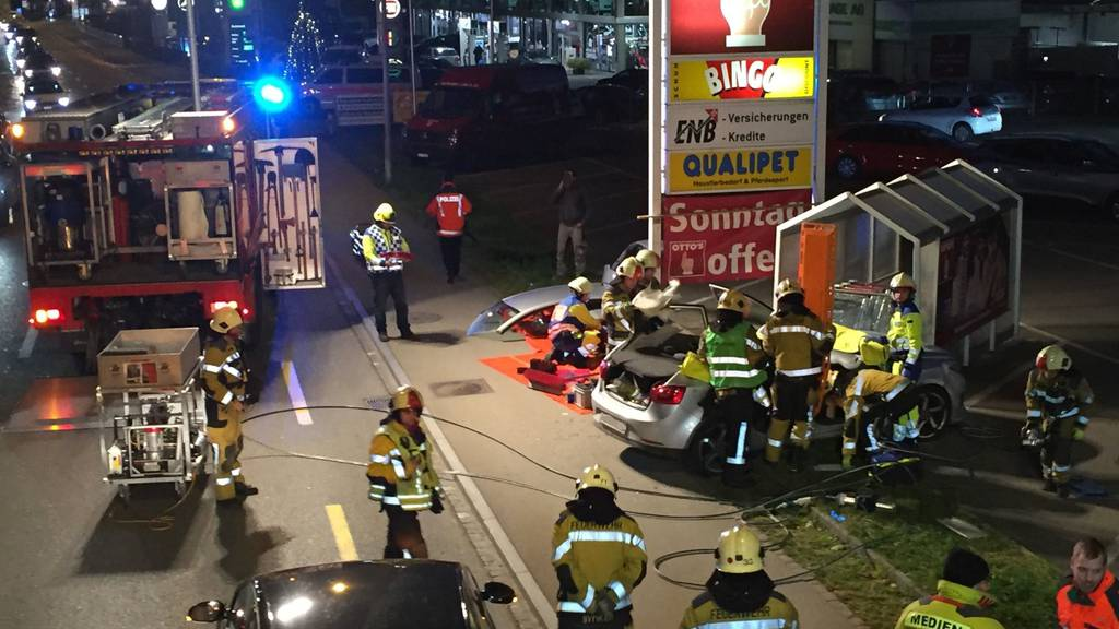 Polizei, Feuerwehr und Ambulanz standen am Donnerstagabend in Wil im Einsatz.