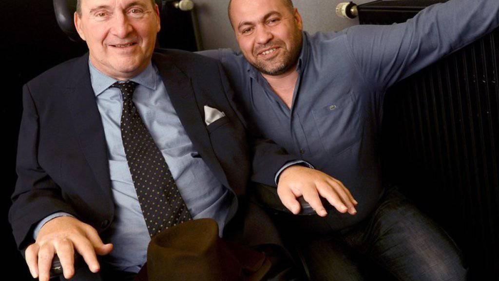 """Die Vorbilder von """"Ziemlich beste Freunde"""": Abdel Sellou (r) und Philippe Pozzo di Borgo. Jetzt hat Pozzo di Borgo ein neues Buch rausgebracht, ein Plädoyer für Toleranz und Nächstenliebe (Archiv)"""
