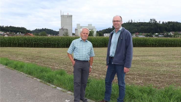 Eduard Jakob (l.) und Andres Wälty vom Verein «Pro Landwirtschaftszone Hegmatte».