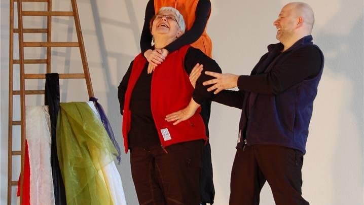 Das Playback-Theater Zürich improvisierte zu meist gefühlvollen Wortmeldungen des Publikums. lisa stutz