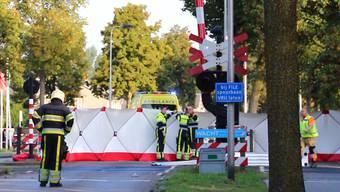 Zeugen sagten dem niederländischen Radio, dass es sich bei den Opfern um junge Schulkinder handle.