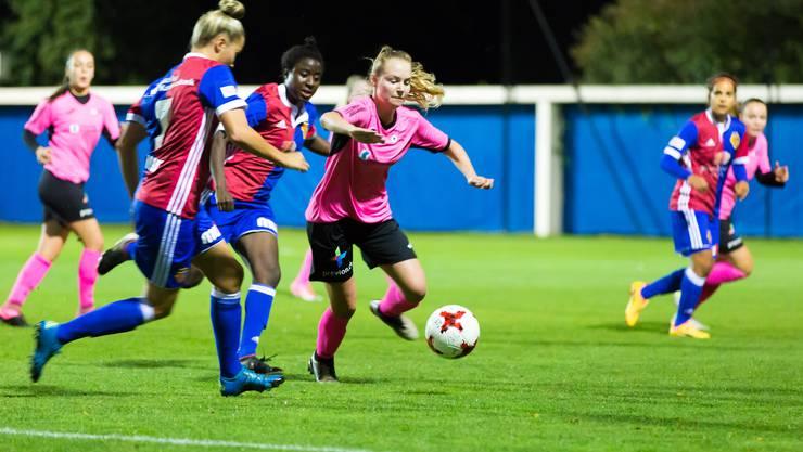 FCA-Spielerin Alessandra Abbühl erobert den Ball.