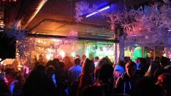 Volles Haus zum Schluss: Bis 9 Uhr feierten die Partygäste die vergangenen 19 Jahre im Kulturlokal «Merkker».dvi