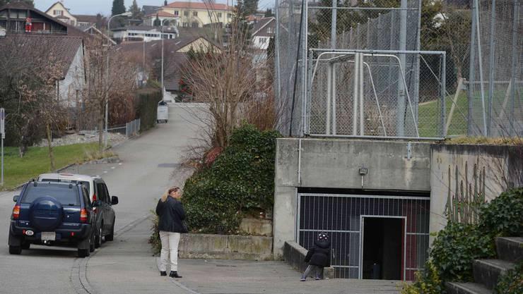 Noch wohnt dort unten keiner. Zukünftig sollen bis zu 100 Asylsuchende eine temporäre Unterkunft in der Zivilschutzanlage an der Härgelenstrasse in Niederdorf finden.