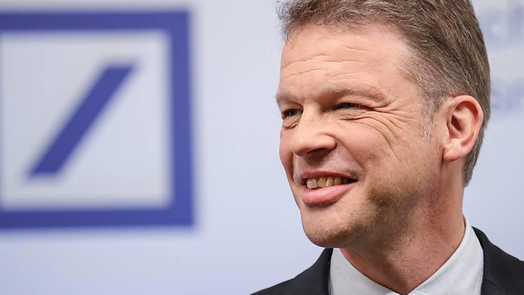 Der Konzernchef der Deutschen Bank, Christian Sewing, teilte am Dienstag mit, dass sein problemgeplagtes Kreditinstitut nunmehr wieder Personal feuern werde. (Archivbild)