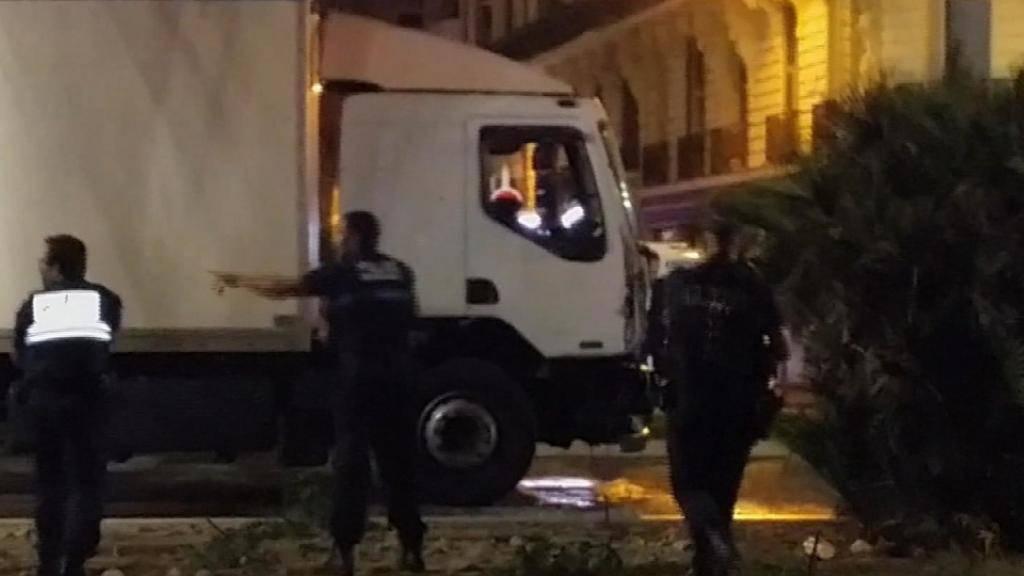 Der Täter des Anschlags von Nizza war der Polizei bekannt. Der Nationalrat will, dass solche Personen künftig ständig geortet werden können. (Archivbild)