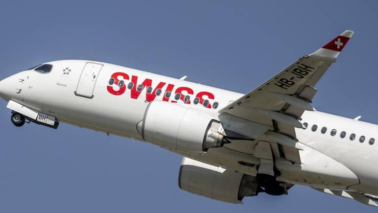 Die Airbus A220-Piloten müssen aus Sicherheitsgründen in grosser Höhe vom Gas gehen.