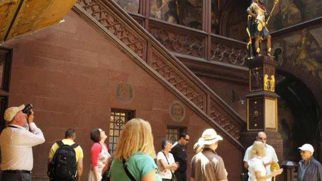 Basel Tourismus hofft auf viele Stadtbotschafter, die Touristen wohlwissend zur Seite stehen. Foto: Kenneth Nars