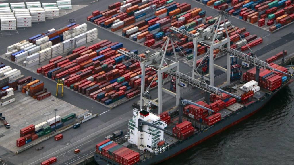 Die Schweizer Wirtschaft profitiert auch vom internationalen Konjunkturaufschwung und lässt Corona-Krise damit hinter sich. (Symbolbild)