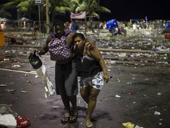 Während Zusammenstössen von Sicherheitskräften mit Teilnehmern kam es beim Karneval in Rio am Sonntag (Ortszeit) zu zahlreichen Verletzungen.