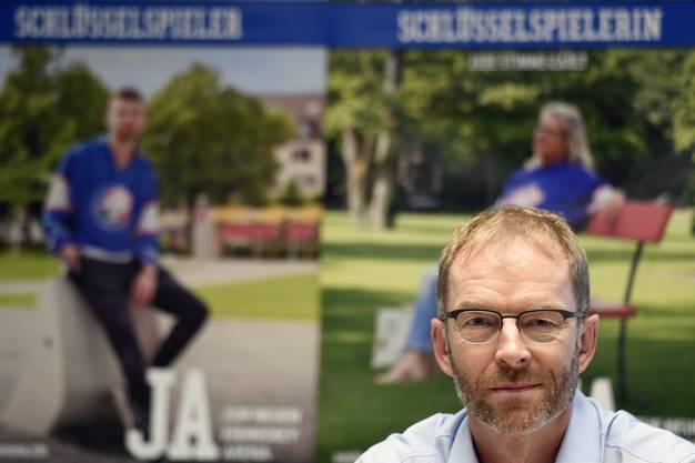 Der Zuercher Stadtrat Daniel Leupi an einer Medienkonferenz des Komitee ''JA zur Eishockey- und Sportarena der ZSC Lions'' in Zuerich am Freitag, 26. August 2016. Am 25. September 2016 findet dazu in der Stadt Zuerich die Volksabstimmung statt. (KEYSTONE/Walter Bieri)