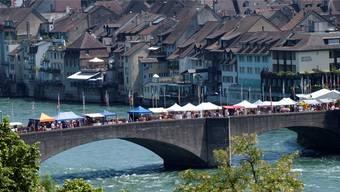 Die alte Rheinbrücke fungiert oft auch als kulturelles Bindeglied zwischen beiden Städten und liefert einem Festival ideale Aktionsflächen. zvg