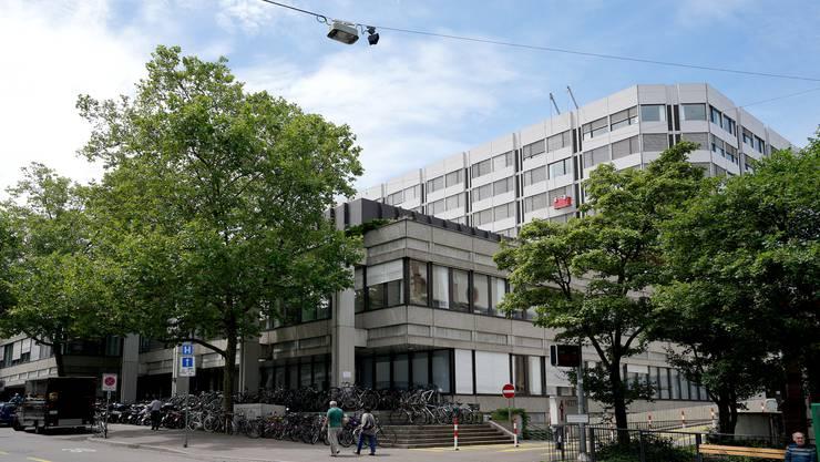 Das Universitätsspital Basel (im Bild) und die Baselbieter Kantonsspitäler (KSBL) sollen in einer Spitalgruppe zusammengelegt werden.
