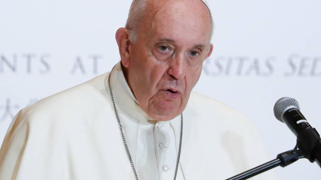 ARCHIV - Papst Franziskus hält eine Rede an der Sophia-Universität. Foto: Kim Hong-Ji/Pool Reuters/AP/dpa