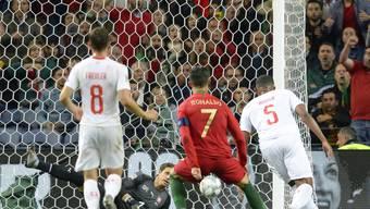 Die entscheidende Aktion im Estadio do Dragão in Porto: Cristiano Ronaldo trifft in der 88. Minute zum 2:1 für Portugal gegen die Schweiz