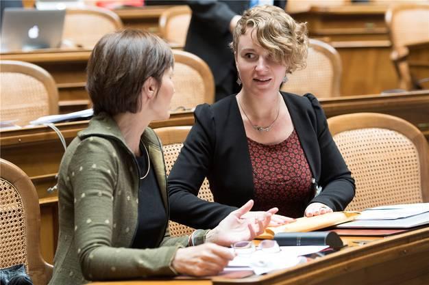 Nach Frickers Rücktritt rutschte Kälin nach: Das Bild zeigt die heute 30-Jährige an ihrem ersten Tag in Bundesbern, neben Grünen-Präsidentin Regula Rytz.