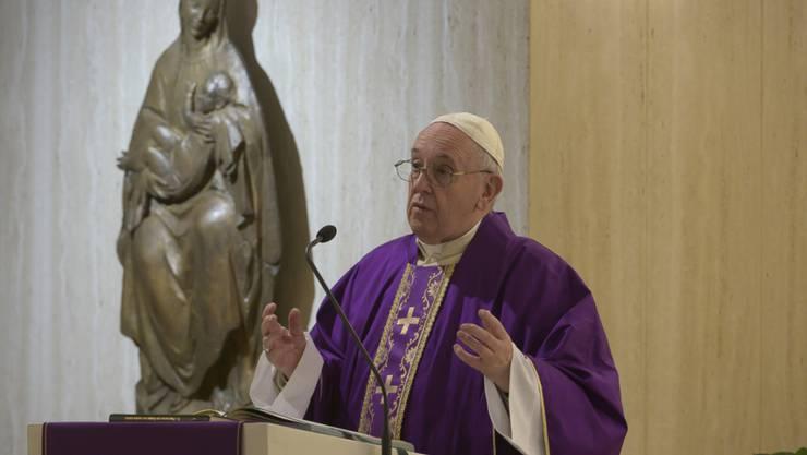 """Papst Franziskus hat im Zuge der Corona-Pandemie den Sondersegen """"Urbi et Orbi"""" gespendet und die Menschen zu mehr Zusammenhalt in der Krise aufgerufen."""