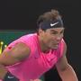 Nadal trifft ein Ballmädchen mit einem misslungenem Return am Kopf.