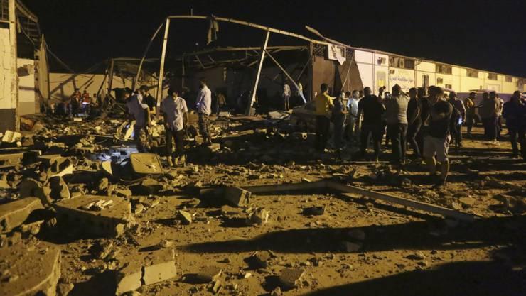 Teile des Flüchtlingslagers lagen nach dem Luftangriff in Trümmern.