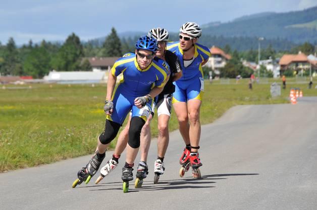 Die Inlineskater organisieren sich wie Radfahrer in Teams, um gegenseitig vom Windschatten profitieren zu können. Hier fährt Daniel Donatsch (vorne) an einem Wettkampf in Thun.