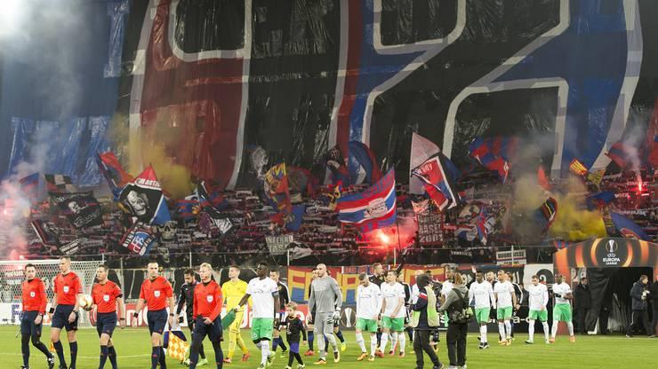 Gänsehaut-Empfang für die FCB-Spieler.