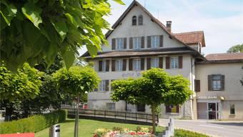 Das Bild der Fassade des ehemaligen Gasthofs Ochsen soll sich durch das Umbauprojekt nicht markant verändern. Archiv/Toni Widmer