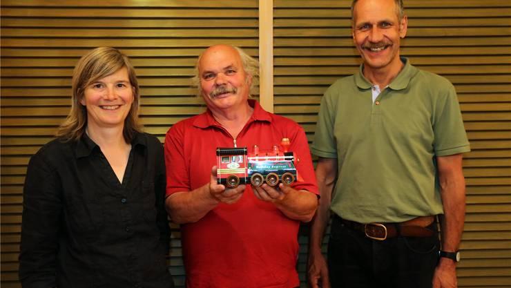 Der abtretende Sektionspräsident Hansruedi Meyer (Mitte) darf sich jetzt dem «Holiday Express» widmen – die Geschicke des VCS Solothurn liegen neu in den Händen der Co-Präsidenten Anja Kruysse und Heinz Flück.