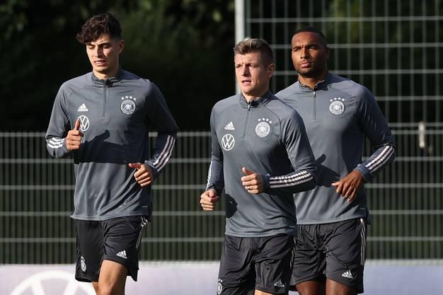 Kai Havertz (links) wird gegen die Schweiz nicht im Kader stehen: er widmet sich Transferverhandlungen mit dem FC Chelsea.